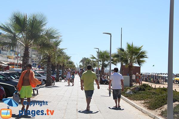 Promenade piétonne le long de la plage Vidal - Quarteira