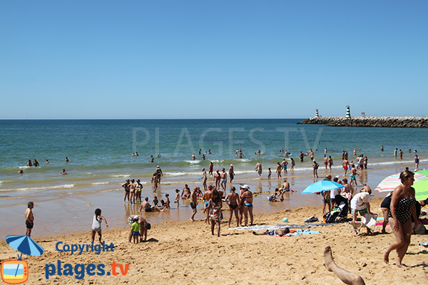 Zone publique sur la plage de Vilamoura à Quarteira