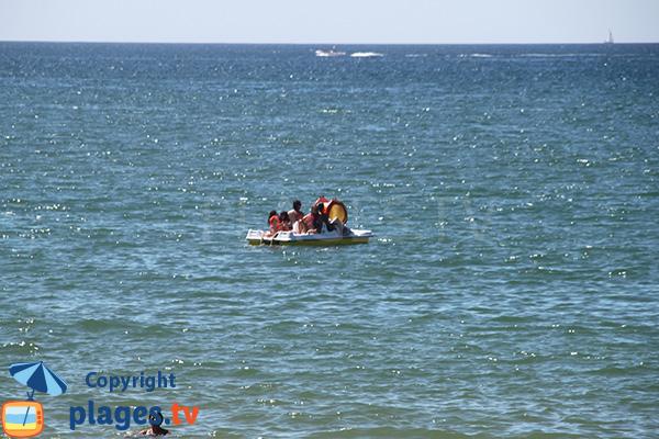 Pédalo sur la plage de Vilamoura à Quarteira