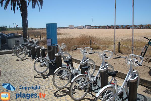 Location de vélos sur la plage de Vilamoura à Quarteira au Portugal