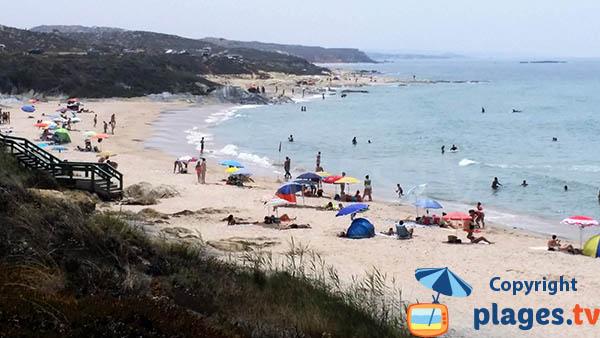 plage de Vieirinha à Sines au Portugal avec vue sur la plage d'Oliveirinha