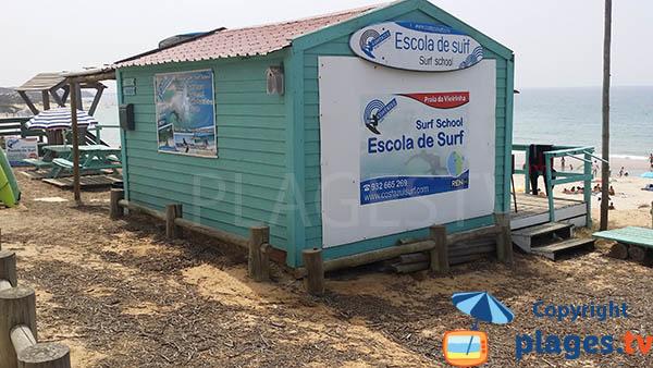 Ecole de surf sur la plage de Vieirinha à Sines - sud du Portugal