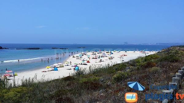 Ilots autour de la plage de Vieirinha à Sines - Portugal