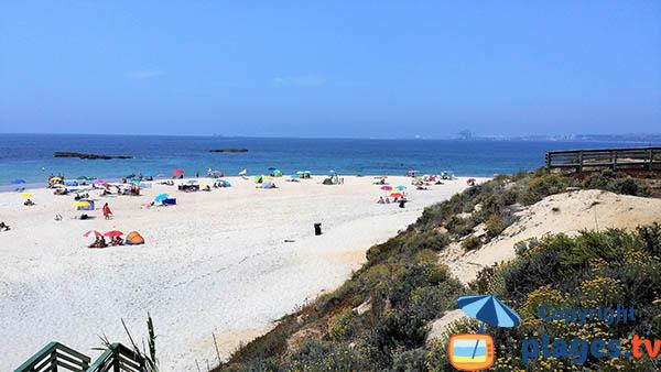 Photo de la plage de Vieirinha à Sines au Portugal