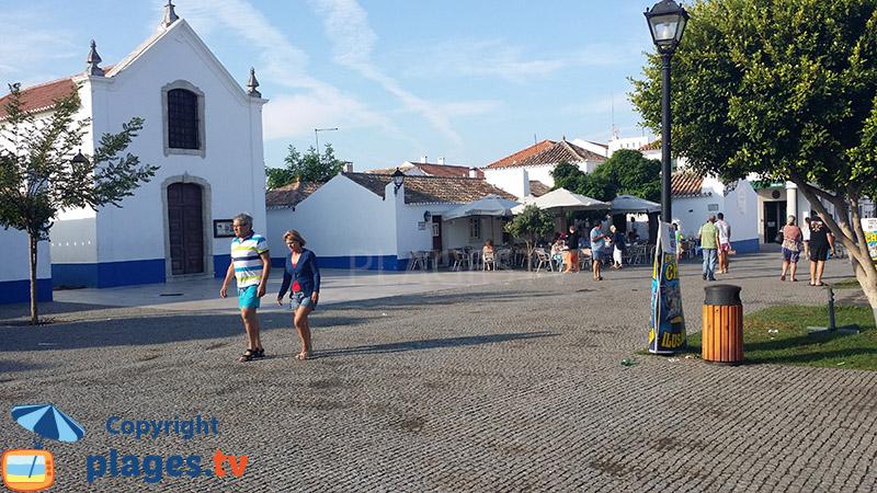 Centre de Porto Covo avec son église - Portugal