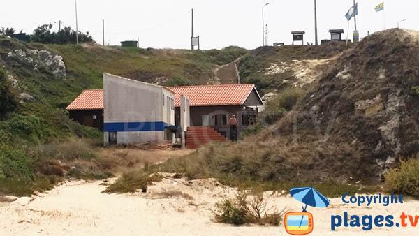 Crique avec un restaurant à Porto Covo