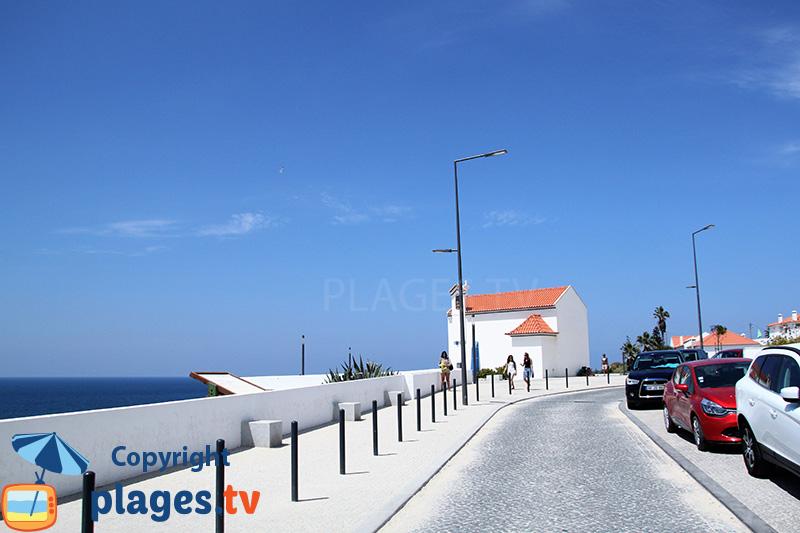 Promenade en bord de mer sur les falaises à Zambujeira do Mar