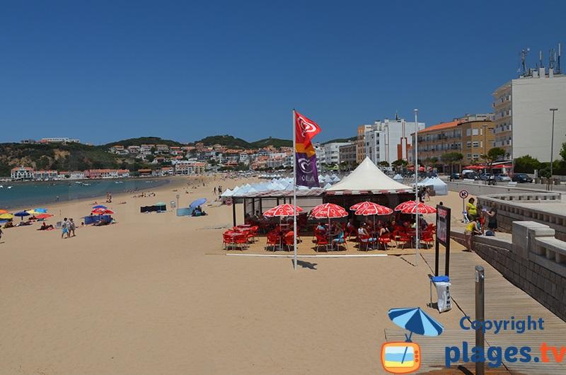 Restaurant sur la plage de Sao Martinho do Porto